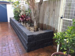 retaining wall with concrete block